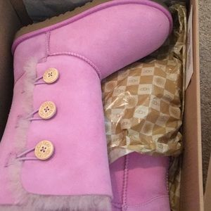Brand new Ugg Bailey Button Triplet